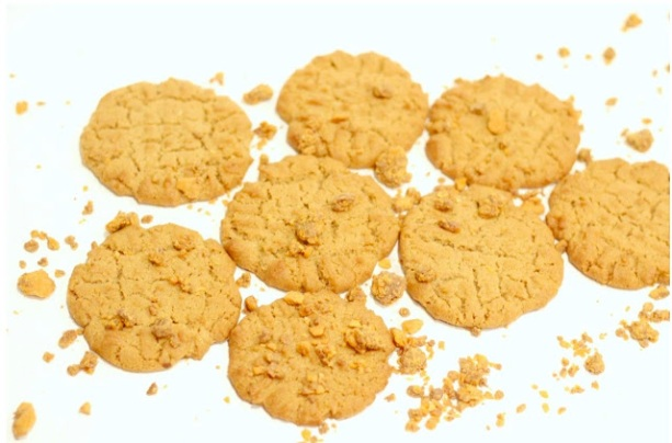 butterfinger-peanut-butter-cookies_crazylifewithlittles